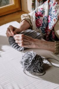 Knitting for Victory – Now and Then 2 pexels cottonbro 5585241